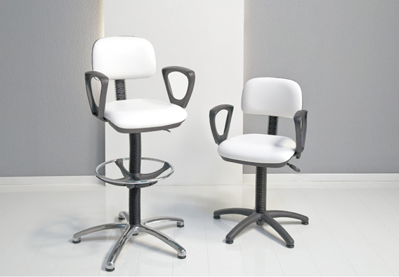 Make-Up Chair with Armrests